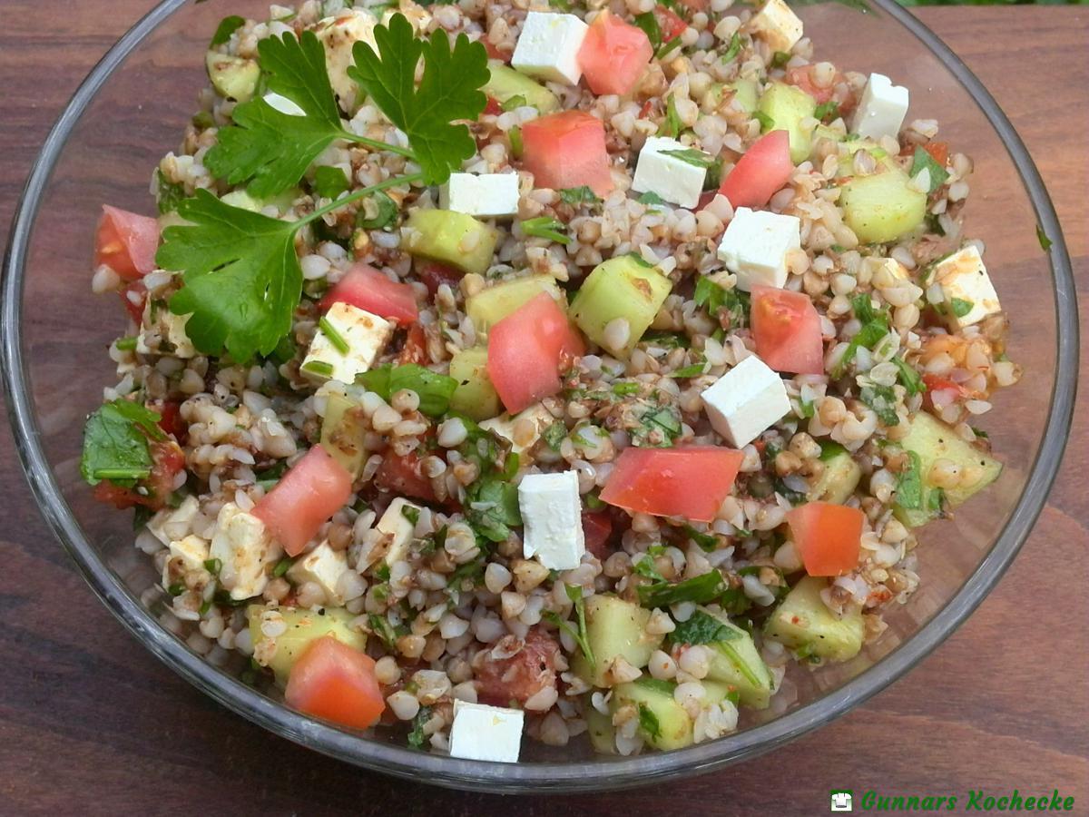 Buchweizen Salat mit Gurke, Tomate und Feta