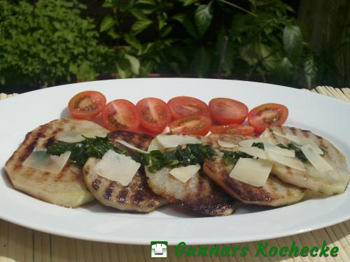 Gegrillter Kohlrabi mit Petersilien-Knoblauch-Sauce