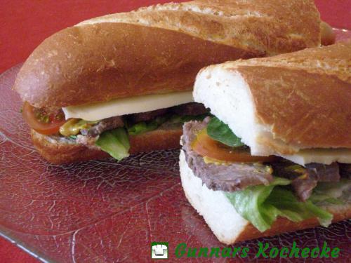 Steak-Sandwich mit Tomaten und Käse