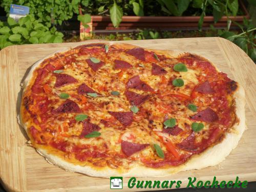 Salami-Paprika-Pizza
