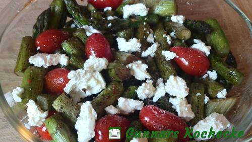 Salat vom Grünen Spargel mit Tomaten, Balsamico und Feta