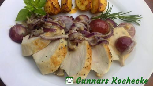 Gebratene Hühnerbrust in Gorgonzola-Trauben-Sauce