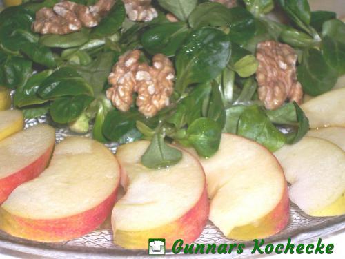 Feldsalat mit Apfel und Walnuss