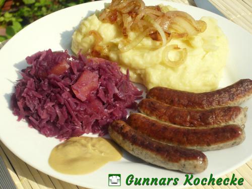 Nürnberger Bratwürste mit Kartoffelpüree und Gewürz-Apfelrotkohl