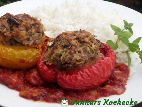 Gefüllte Paprikaschoten mit Hackfleisch und Reis