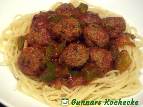 Lammhackbällchen in Tomatensauce mit Spaghetti