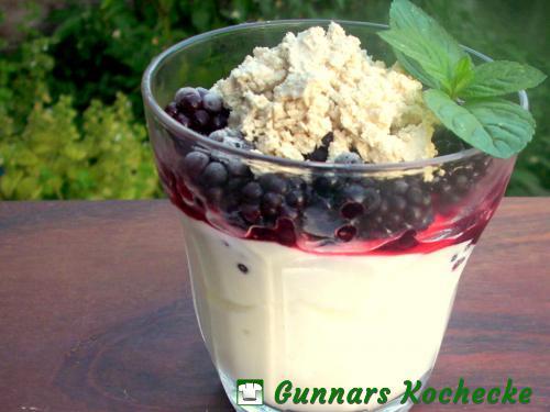 Brombeer-Joghurtspeise mit Halva