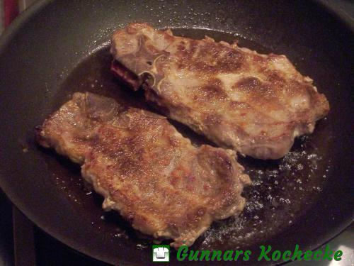gebratene Schweinenackenkoteletts