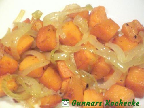 Gebratene Süßkartoffeln mit geschmorten Zwiebeln