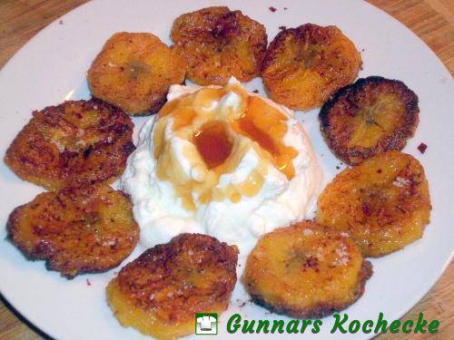 Gebratene Kochbananen mit Joghurt und Honig