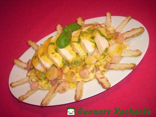 Hühnerbrust mit Spargel-Rhabarber-Gemüse und Orangen-Ingwer-Sauce auf Tagliatelle