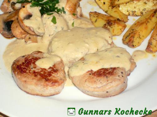 Schweinefilet-Medaillons in Gorgonzola-Sauce mit Champignons und Majoran-Kartoffeln