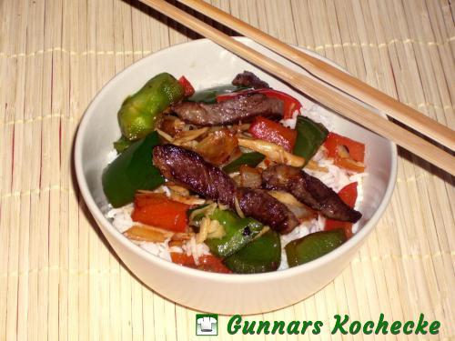 Rindfleisch mit Paprika und Bambus