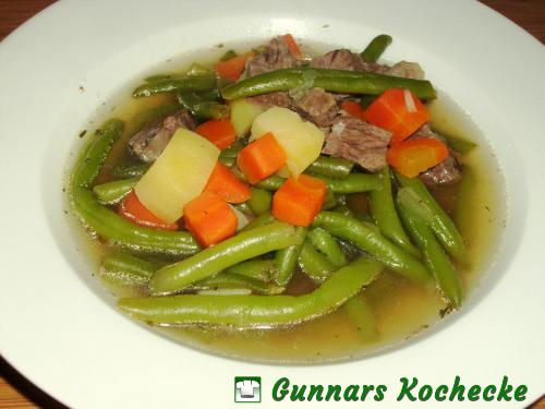 grüne bohnensuppe mit suppenfleisch
